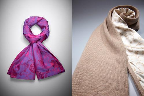 Sciarpa in seta con fantasia Lucky Charms; a destra, sciarpa in cachemeare e seta