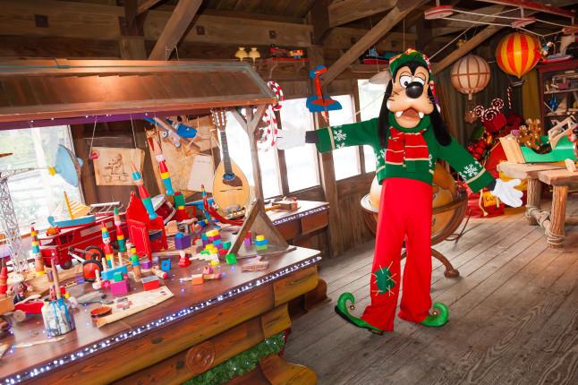 Pippo nel laboratorio di Babbo Natale