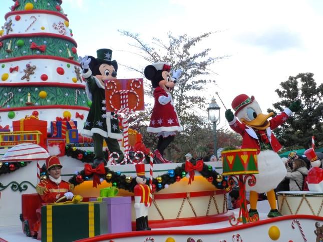 Topolino, Minnie e Paperino festeggiano il Natale