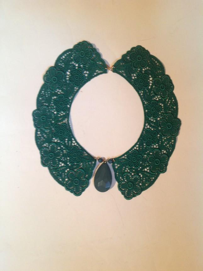 Dudu Pret a porter: colletto in pizzo con pendente sfaccettato verde