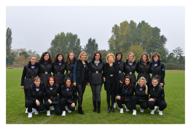 Frabcesca e Maria Grazia Severi con Elena Baresi e la squadra