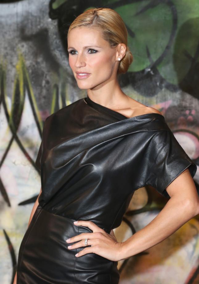 Un'altra foto di Michelle on occasione della sfilata Trussardi: al dito brilla il pegno d'amore regalatole da Tomaso