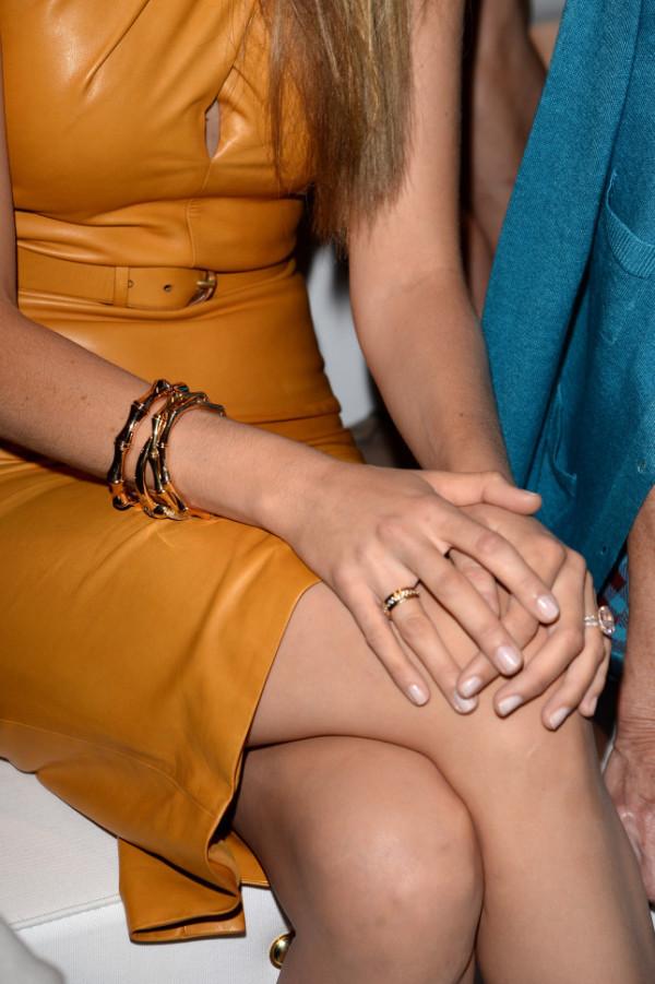 Particolare dell'anello di fidanzamento di Blake Lively, in occasione della Milano Fashion Week