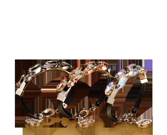 Bracciale in pelle nero con cristalli, €590. Gucci.