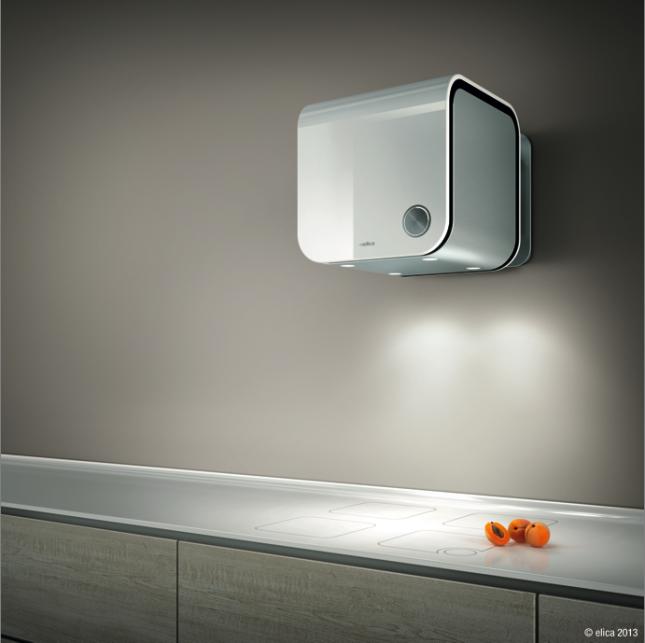 Installazione a parete e colore bianco classico per questa 35CC, con estetica Evoque