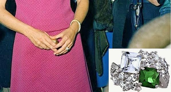 Particolare anello di fidanzamento di Jackie Kennedy: John si rivolse per confezionare questo anello