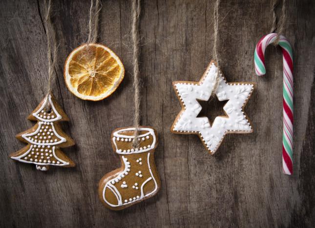 Biscotti e arancia: decorazioni dal gusto genuino per l'albero di Natale