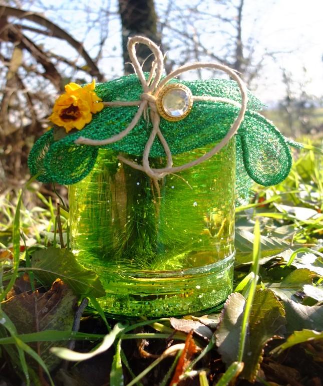 Un abete sempreverde glitterato immerso nel suo habitat naturale!