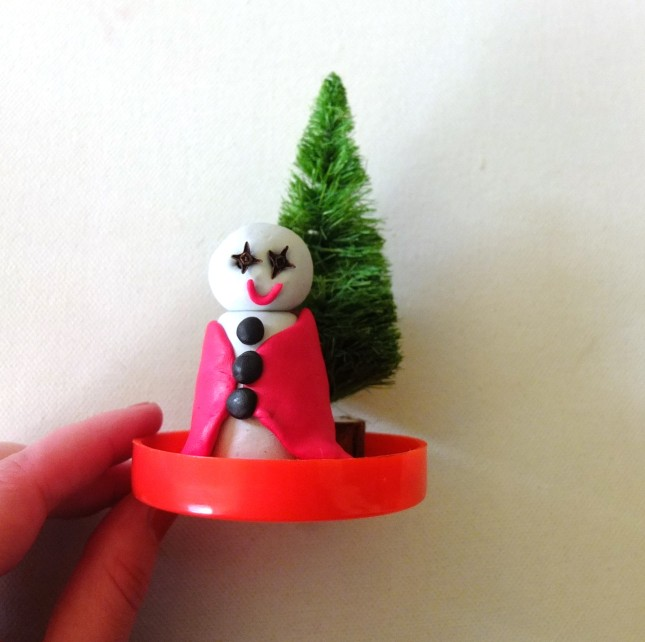Ecco il tuo pupazzo di neve e l'abete verde incollati al vasetto