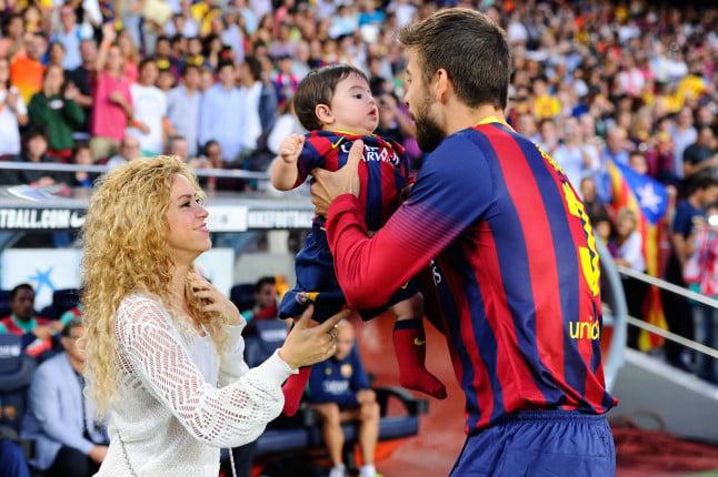 Shakira e Piqué con Milan al Camp Nou