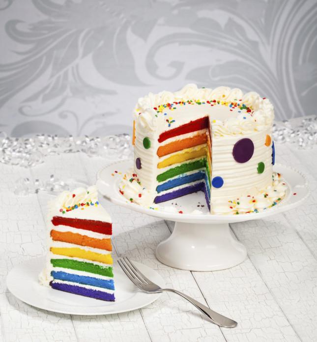 cTra coriandoli e stelle filanti ecco una torta coloratissima, perfetta per il carnevale