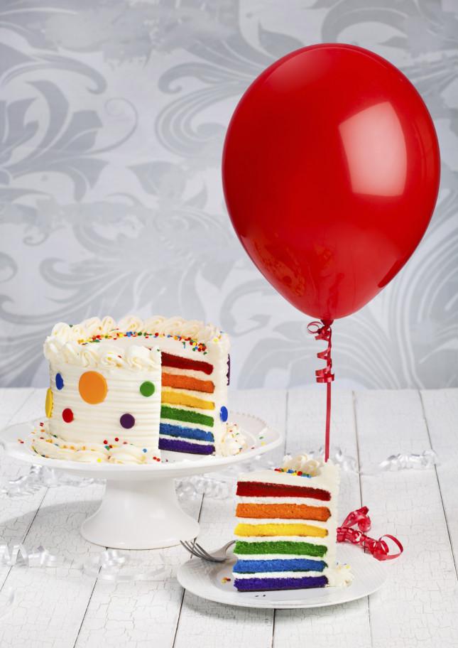 Ricoprite di panna la vostra Torta Arlecchino o decoratela con la pasta di zucchero