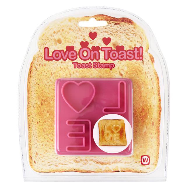 Timbro Love On Toast: un profumo tostato e un messaggio d'amore mattutino: cosa c'è di meglio per fargli sapere il tuo amore? Proposta Asos