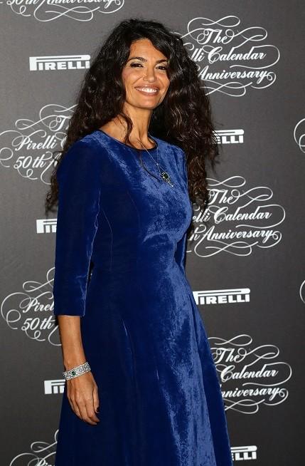 L'ex modella tunisina con un vaporoso riccio