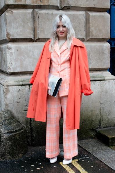 Cappotto e completo dai colori accesi