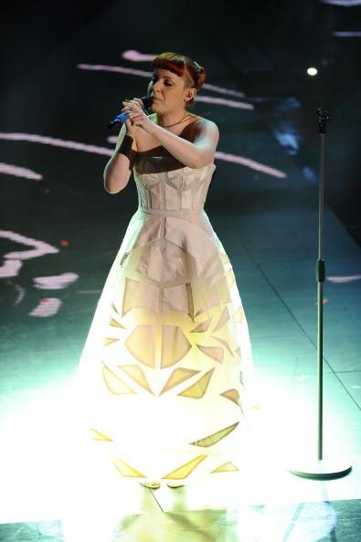 Noemi si esibisce sul palco dell'Ariston