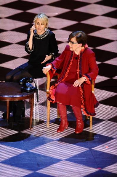 Luciana Littizzetto e Franca Valeri sul palco dell'Ariston