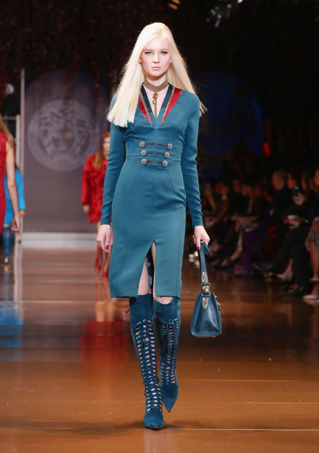 Vestito con doppia fila di bottoni e spacco sul davanti - Versace f/w 2014-2015