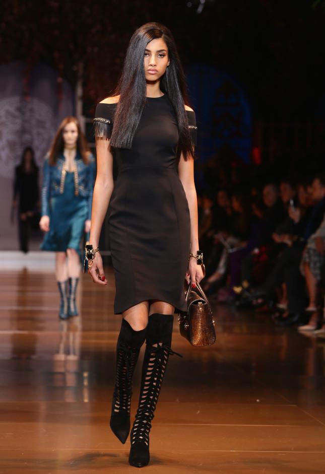 Essenziale ma di classe il vestito nero - Versace f/w 2014-2015