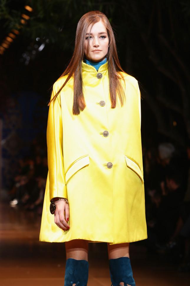 Impermeabile giallo - Versace f/w 2014-2015