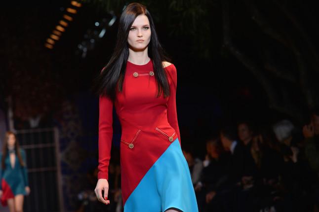 Dress con bottoni e tagli di sbieco Versace f/w 2014-2015