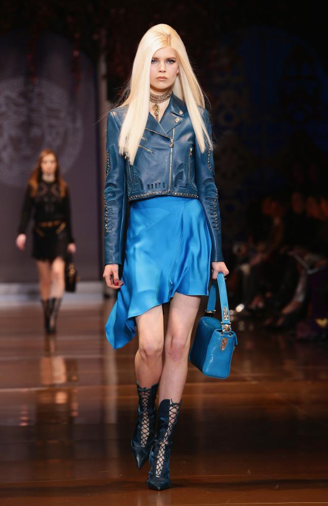 Anche l'azzurro nella collezione Versace f/w 2014-2015