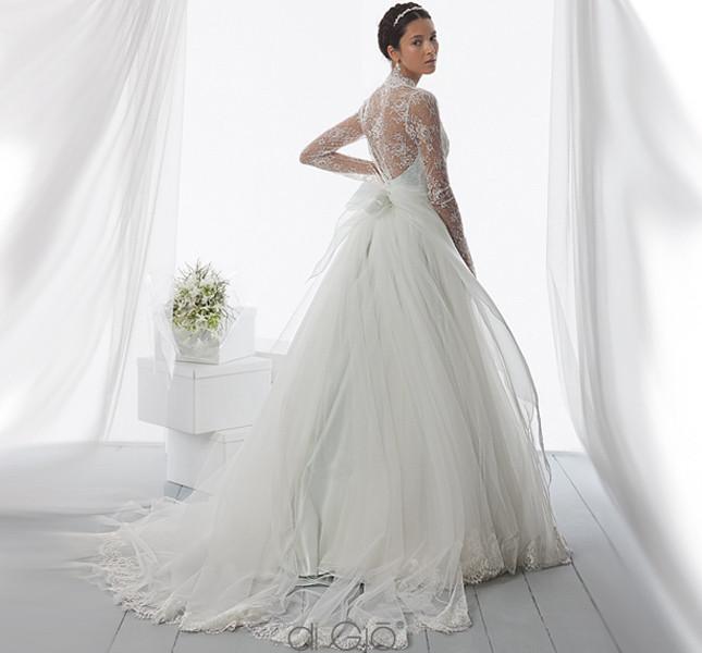 Tulle e pizzo e aria romantica per l'abito Spose di Giò 2014