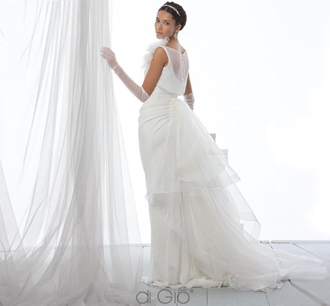 Leggiadria e allure sofisticato per questo modello di Spose di Giò 2014