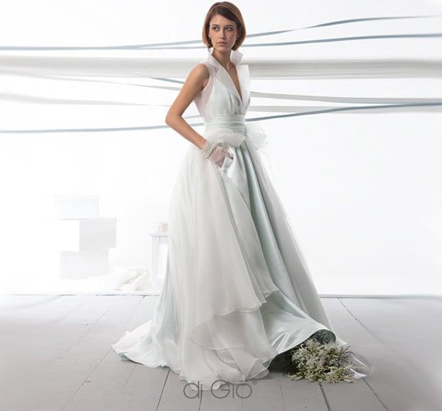 Dettagli per spose moderne: tasce e scollo a V nel modello Spose di Giò 2014