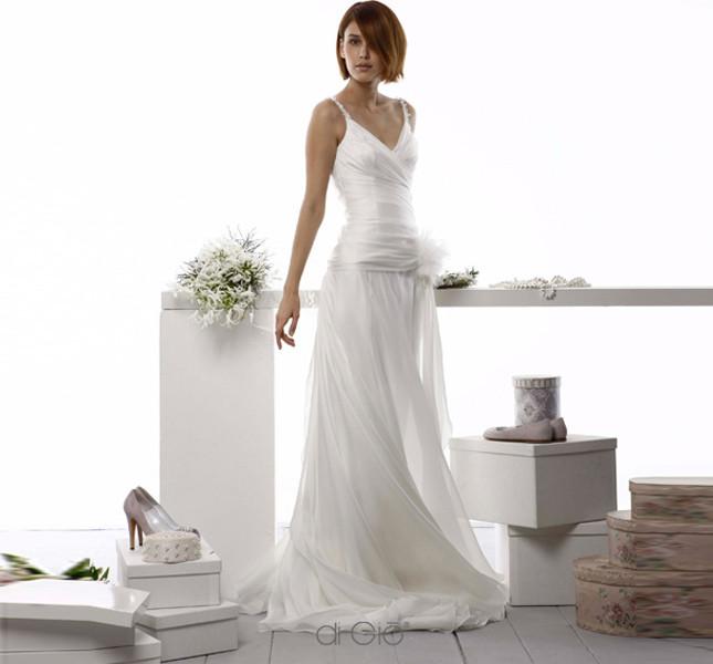Linea straordinariamente delicata per questo abito Le spose di Giò 2014.