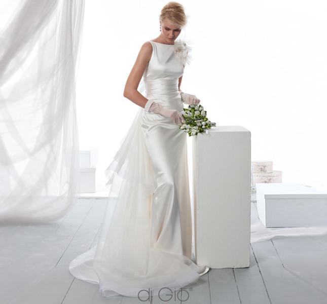 Linea essenziale ed elegante per l'abito Spose di Giò collezione 2014