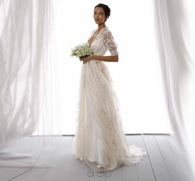 Allure romantica e d'altri tempi per questo modello di Le spose di Giò. Collezione 2014.