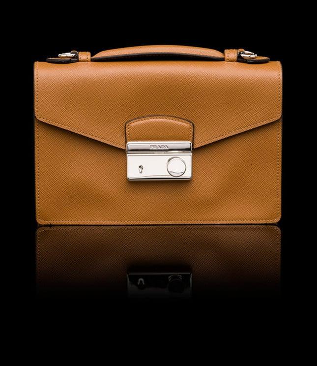 Mini bag in saffiano con maniglia singola in pelle e tracolla rimovibile e regolabile