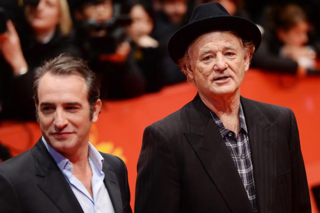 I protagonisti del nuovo lavoro di Clooney, fra cui Jean Dujardin e Bill Murray, sono passati anche da Milano per presentare il film.