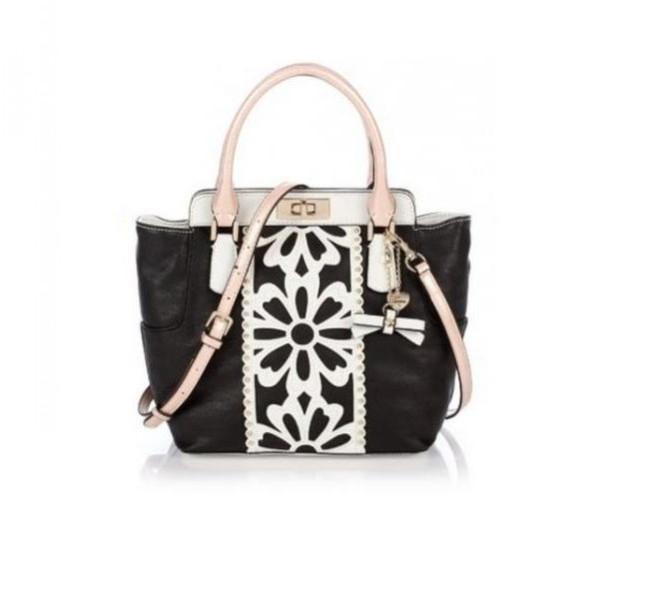 Handbag nera con applicazioni bianchi e tracolla  Guess, collezione primavera-estate 2014