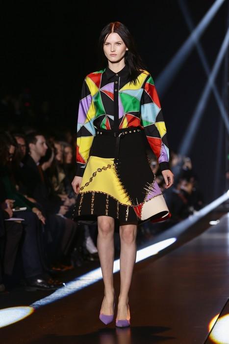 Blusa in seta dalle diverse nuance, abbinata a gonna rigida. Fausto Puglisi collezione autunno-inverno 2014-2015
