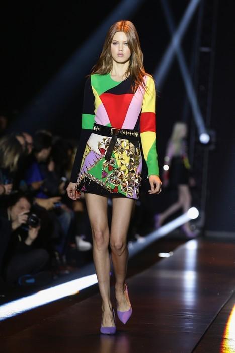 Mini dress con mix di colori e cintura in vita impreziosita. Fausto Puglisi collezione autunno-inverno 2014-2015