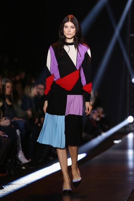 Gonna con plissè e maglia con colori a contrasto. Fausto Puglisi collezione autunno-inverno 2014-2015