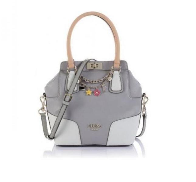Handbag grigia con dettagli bianchi e charms Guess, collezione primavera-estate-2014