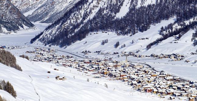 Livigno nei mesi invernali accoglie molti turisti amanti della neve