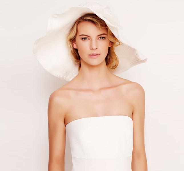 Elegante e senza tempo questo copricapo della collezione Max Mara Bridal Collection 2014.