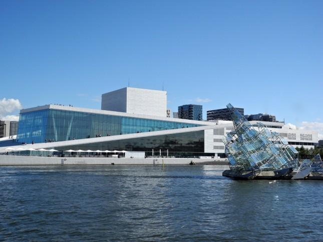 L'Opera di Oslo. I progettisti si sono ispirati alla forma di un iceberg