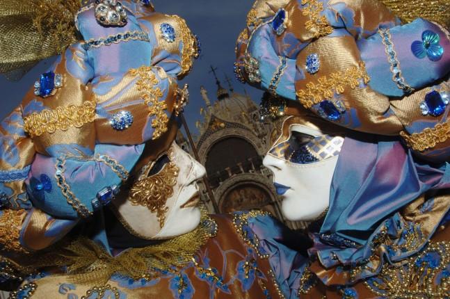 Un assaggio di Oriente con queste maschere veneziane in piazza San Marco