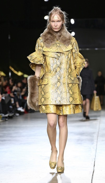 Giacca oversize con dettagli in pelliccia. Simone Rocha collezione autunno-inverno 2014-2015
