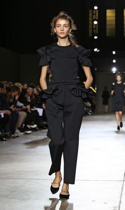 Tuta nera con applicazioni. Simone Rocha collezione autunno-inverno 2014-2015