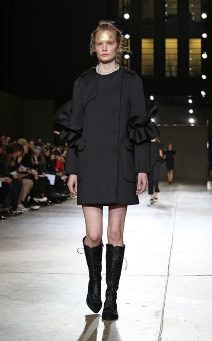 Cappotto minimal nero, Simone Rocha collezione autunno-inverno 2014-2015