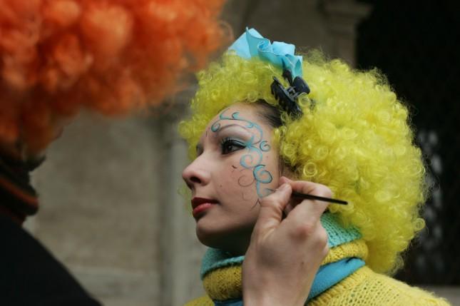 Truccatori all'opera: in occasione del Carnevale molti truccatori sono presenti per creare veri e propri capolavori!
