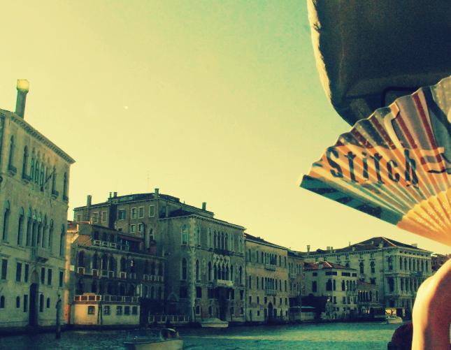 Veduta di Venezia al tramonto sul Canal Grande, la regata è finita