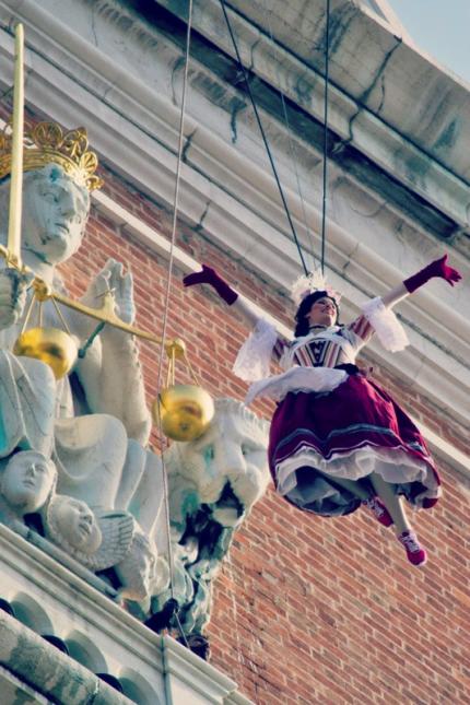 Volo dell'Angelo dal Campanile di San Marco: ormai una tradizione antichissima, che viene celebrata la prima domenica del Carnevale ©Andrea Montebelli