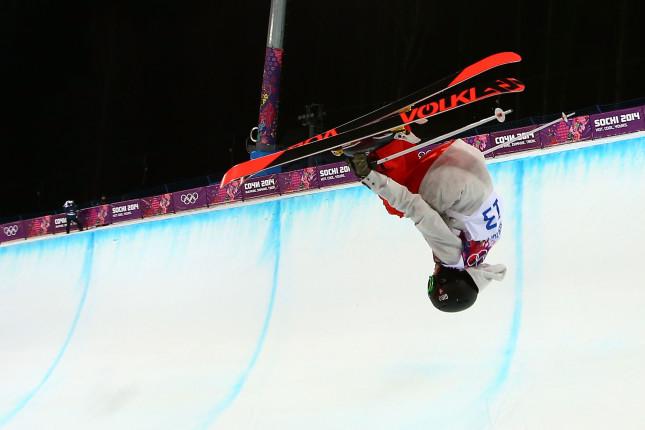 La svizzera Virginie Faivre nell'halfpipe: Sochi a testa in giù